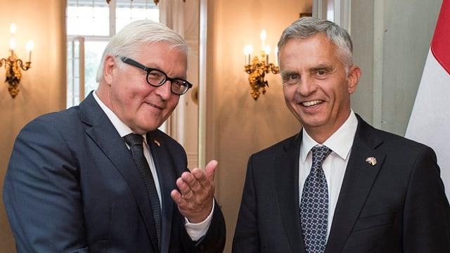 Il minister da l'exteriur da la Germania Frank-Walter Steinmeier durant ses inscunter cun il cusseglier federal Didier Burkhalter.