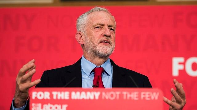 Jeremy Corbyn durant il cumbat electoral.