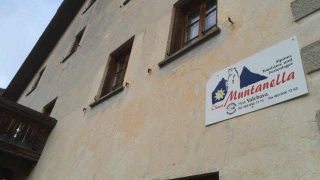 En la chasa Muntanella a Valchava vivan radund 45 requirents d'asil.