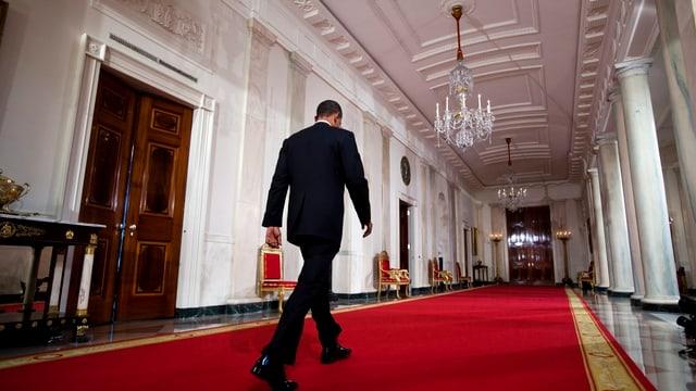 Obama von hinten im Weissen Haus