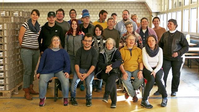 Mitarbeitende der Chlaussack-Abpackerei der Migros Zürich