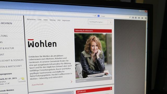 Computerbildschirm mit der Homepage von Wohlen.