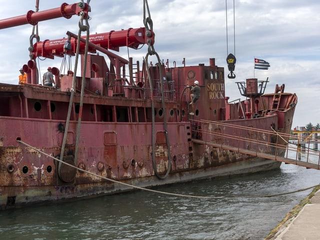 Das Schiff Gannet ankert in Basel