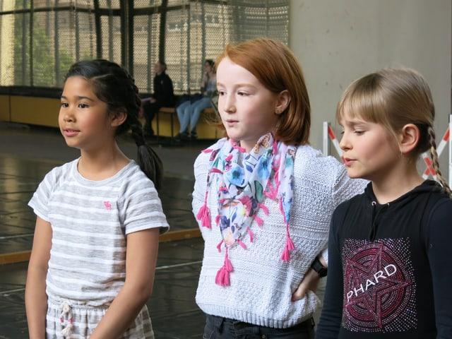 Drei Mädchen am singen