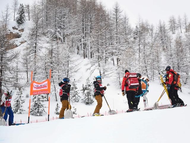 In den französischen Alpen hat es zu viel Schnee.