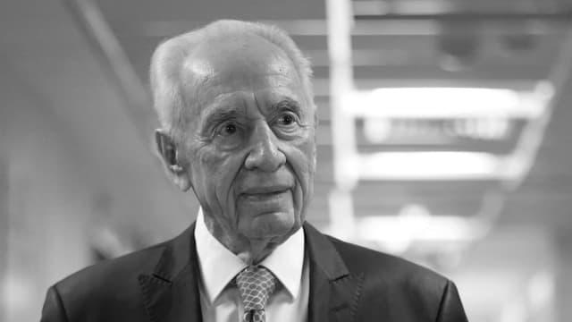 Purtret da Schimon Peres en ner ed alv.