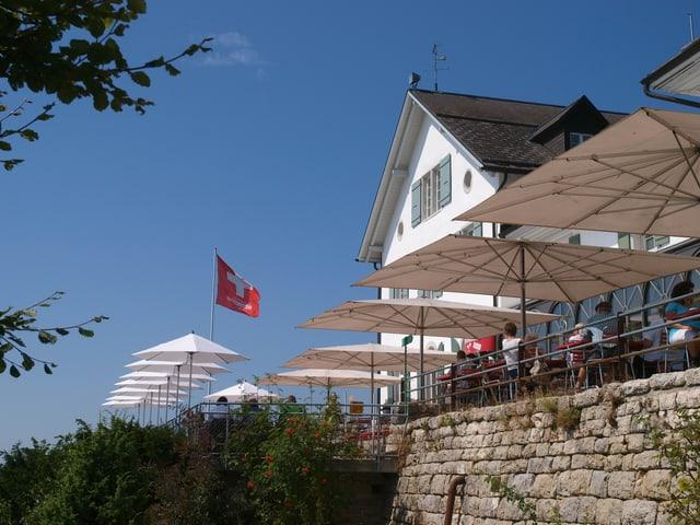 Das Kurhaus Weissenstein. An einem schönen, sonnigen Tag. Von aussen fotografiert.
