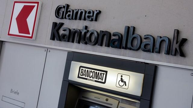 Bancomat der Glarner Kantonalbank.