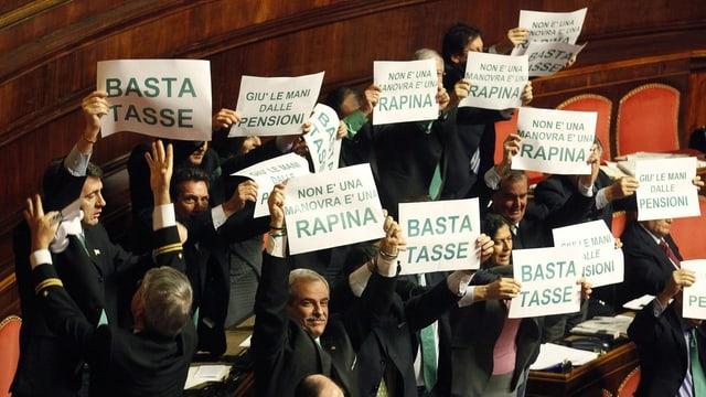 Parlamentsmitglieder der Lega Nord während einem Protest im Senat.