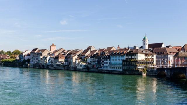 Blick auf Rheinfelden über den Rhein.