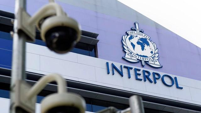 Interpol, l'organisaziun internaziunala da polizia.