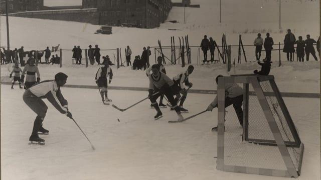 Gieu da hockey l'onn 1924 a Zuoz.