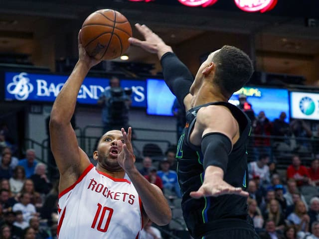 Die Houston Rockets schlagen die Dallas Mavericks.