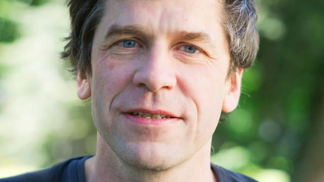 Porträt von Guy Krneta.