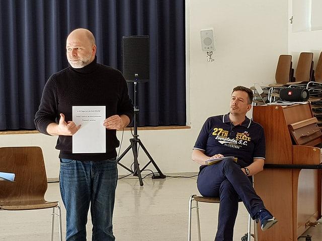 Il reschissur Roland Körner ed il menader musical Claudio Bezzola.