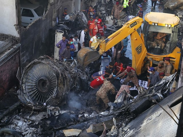Absturzort des Flugzeugs in Karatschi