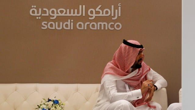 Schriftzug von Saudi Aramco.