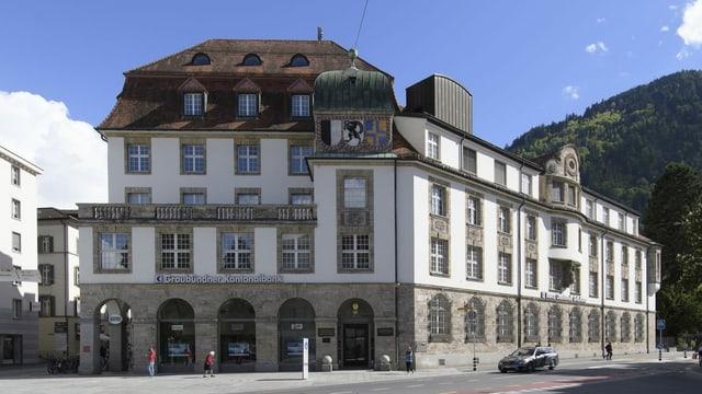Edifizi principal da la Banca Chantunala Grischuna.