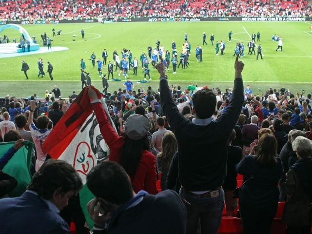 Fans im Wembley.