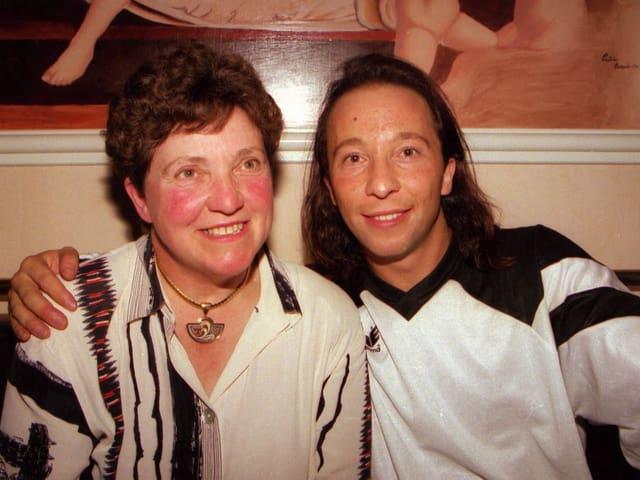 DJ Bobo in jungen Jahren mit seiner Mutter.