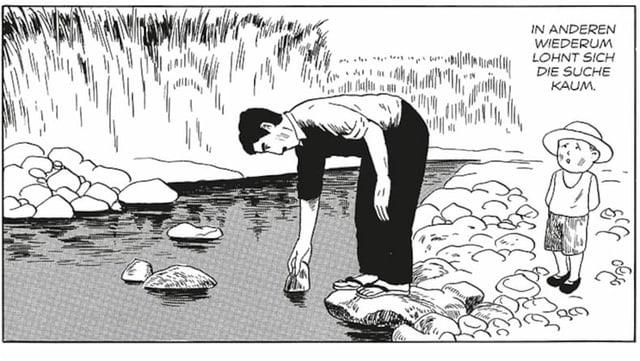 Ein Mann steht am Flussufer und begutachtet einen Stein. Neben ihn steht ein kleiner Junge mit Hut.
