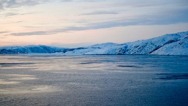 Blick von Norden in den Hafen von Kirkenes.