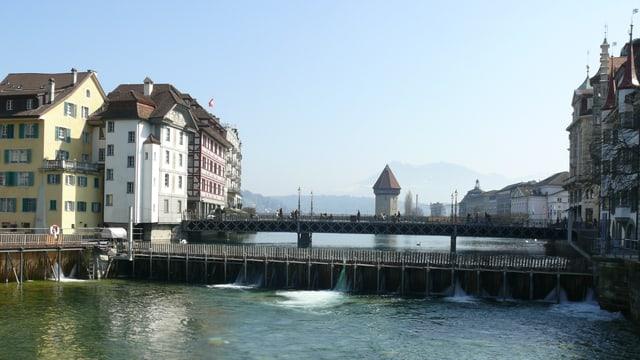 Stadt Luzern mit Reusswehr und Wasserturm