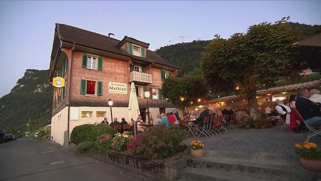 Video «Vierwaldstättersee – Tag 5 – Restaurant Mathisli, Kehrsiten» abspielen