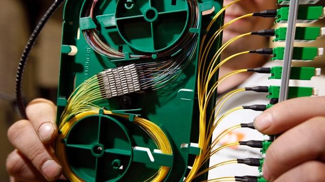 Cabels etc. per colliaziun da fibra da vaider.