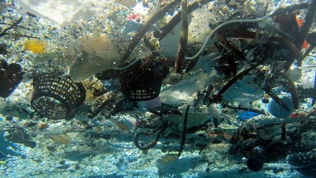 Plastikansammlung im Pazifischen Ozean bei Hawaii