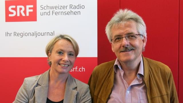 Elisabeth Schneider-Schneiter und Oskar Kämpfer vor dem SRF-Logo.