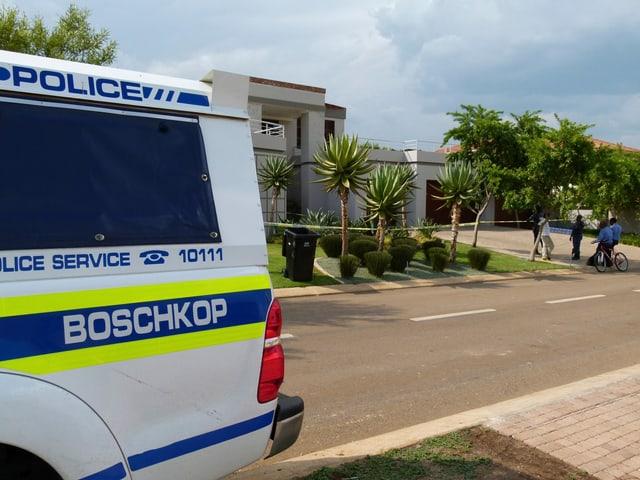 Polizeiauto vor dem Haus von Pistorius