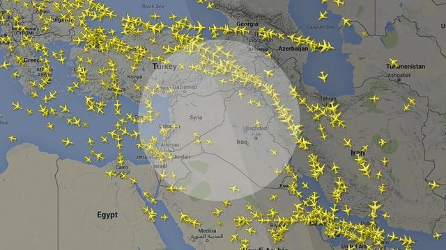 Flugbewegungen in Richtung Osten: Ein schmaler und viel beflogener Korridor zwischen dem Kaspischen Meer und dem Irak.