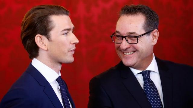 Zwei Männer lächeln