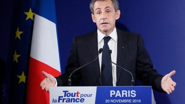 Sarkozy al pult dad oratur.