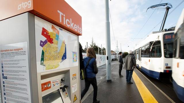 Ein Billettautomat der TPG (Transports Publics Genevois)