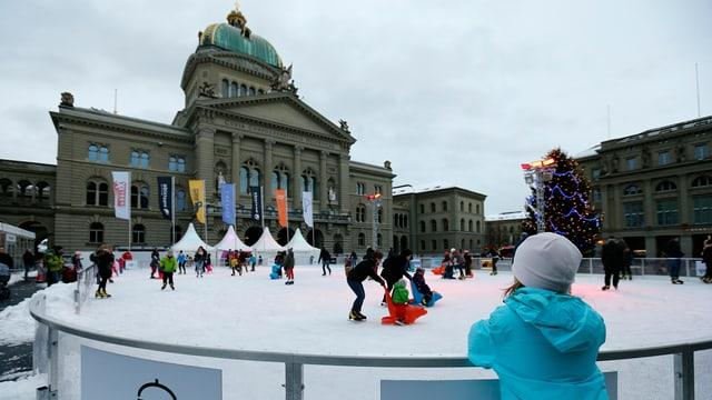 Eisbahn mit Bundeshaus