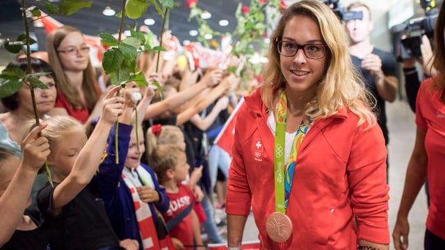 Fans empfangen Turnerin Giulia Steingruber in Kloten.