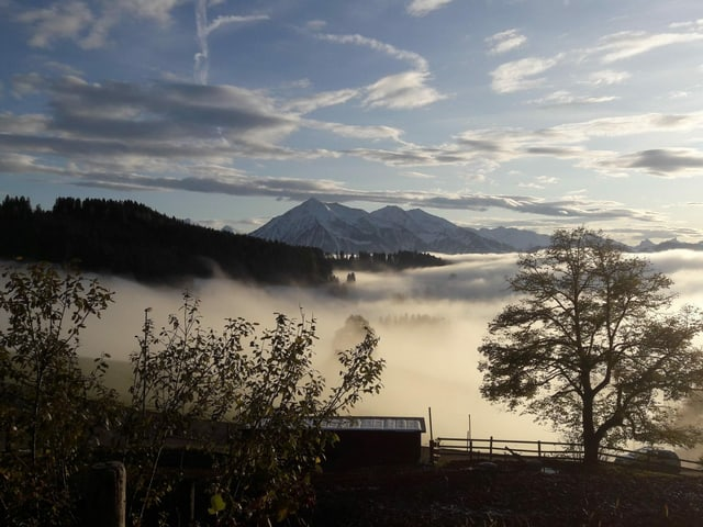 Sonne- und Wolkenmix und ab und zu freier Blick auf den Niesen