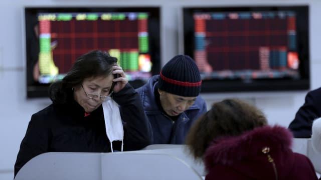 Kleinanleger an Handelsterminals in Schanghai
