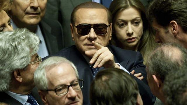 Silvio Berlusconi mit Sonnenbrille im Senat. (keystone)