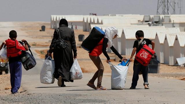 Flüchtlinge erreichen ein Flüchtlingscamp in Jordanien