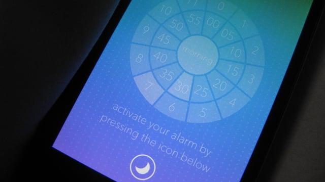 Abbildung eines Smartphone-Bildschirms, auf dem die Wecker-App «Miranda» angezeigt ist,