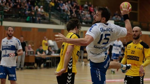 Szene aus einem Handballmatch.