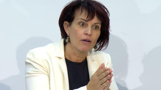 Bundesrätin Doris Leuthard spricht an der Medienkonferenz.