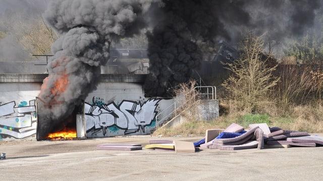 Die brennenden Matratzen auf dem Borregaard-Areal führten zu starker Rauchentwicklung.