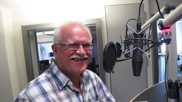 Josias Clavadetscher im Studio des Regionaljournals.