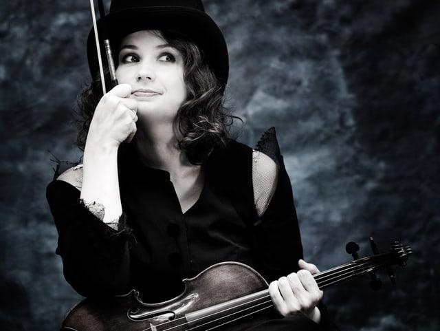 Kopatchinskaja mit Geige.
