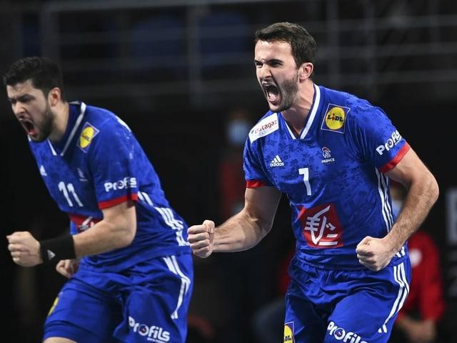 Jubeln Frankreichs Handballer um Nicolas Tournat (l.) und Romain Lagarde auch gegen Schweden
