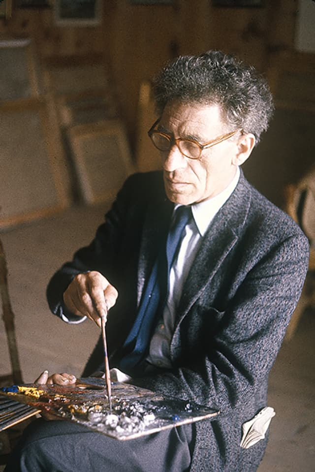 Porträt Alberto Giacometti mit einer Palette auf dem Schoss.